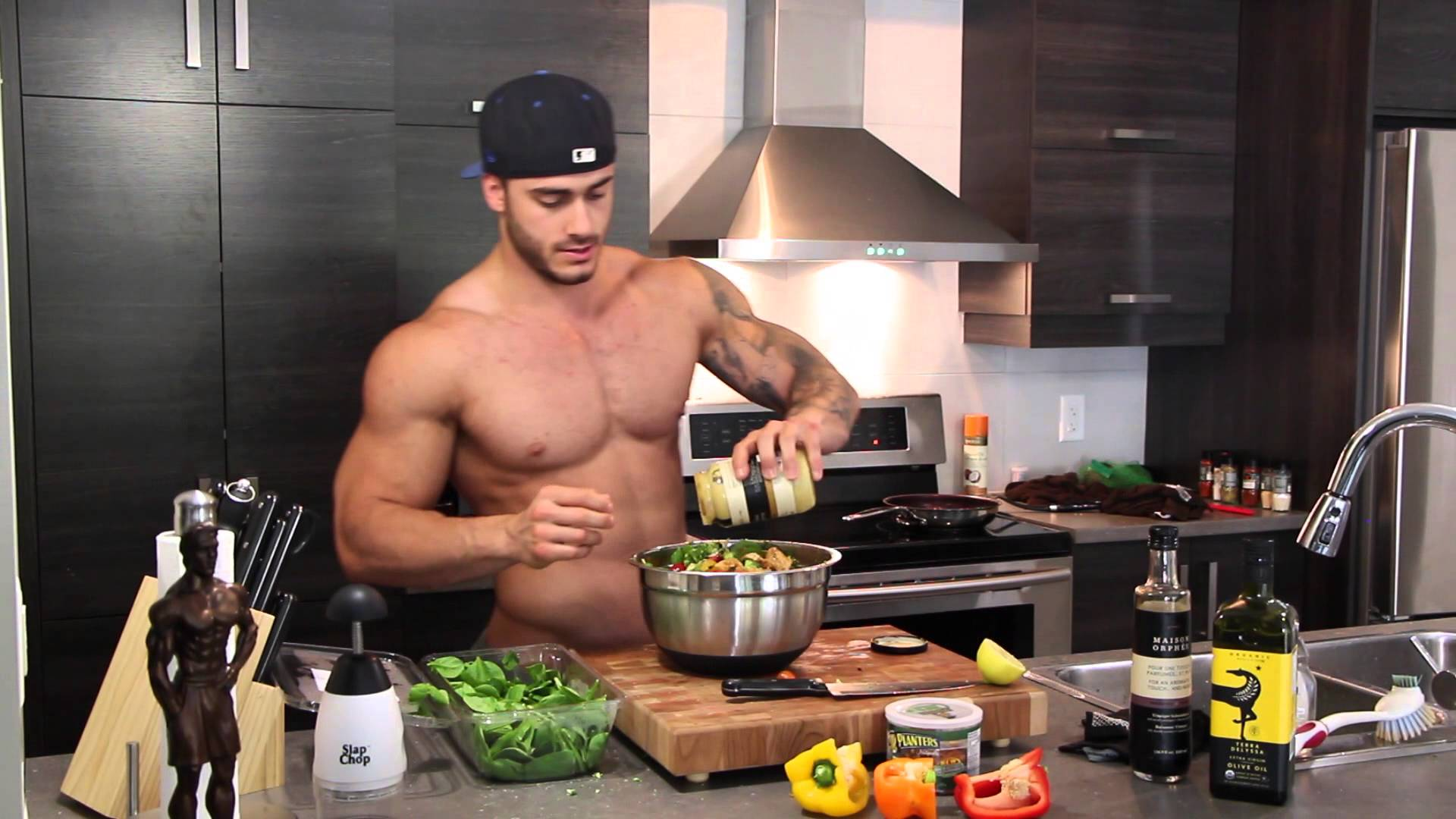 Mike Chabot Tips On Building Muscle & Losing Fat